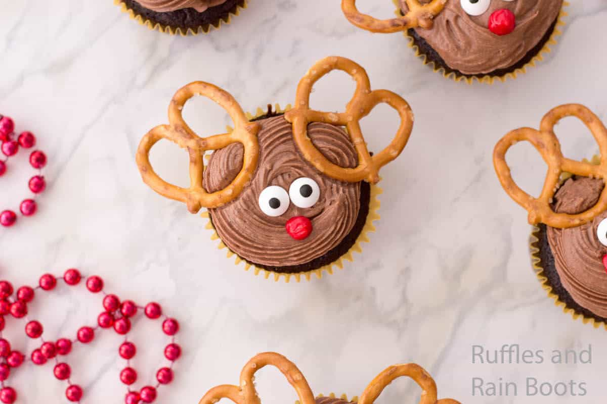 how to make a reindeer cupcake with pretzels
