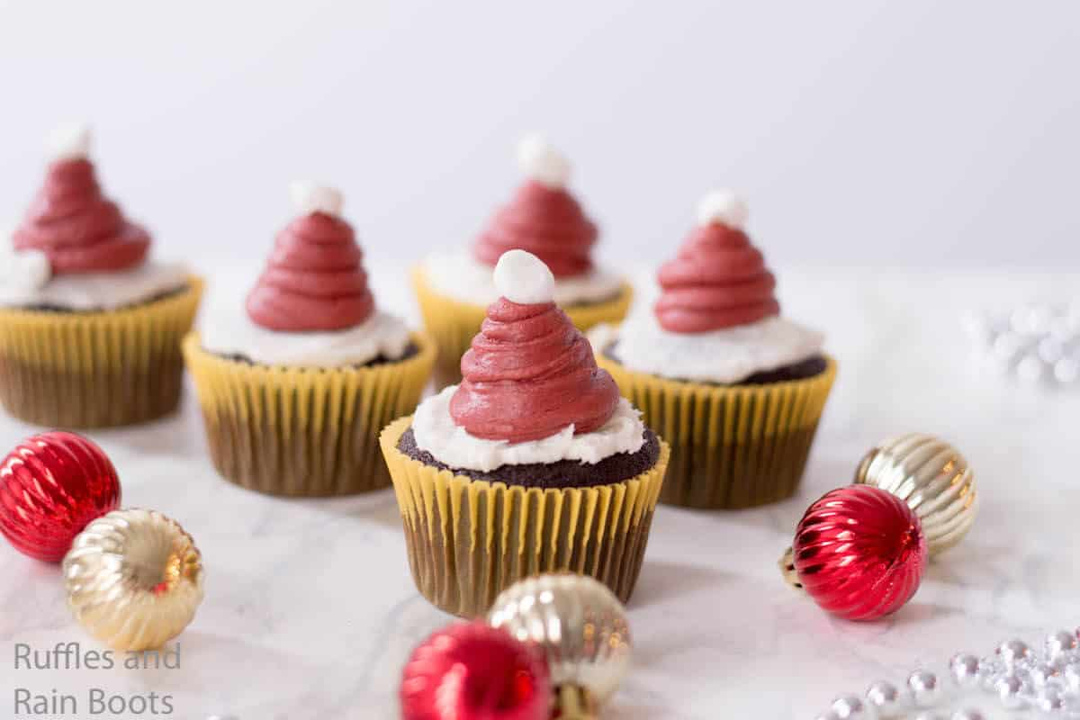 how to make christmas hat cupcakes