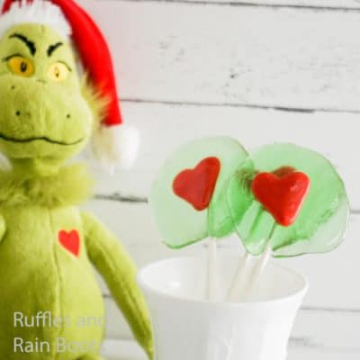 This Grinch Lollipop Recipe is so Easy and Tasty!