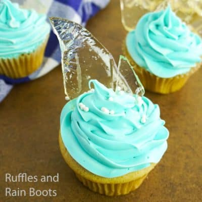 Easy Frozen Queen Elsa Cupcakes for a Frozen Party!