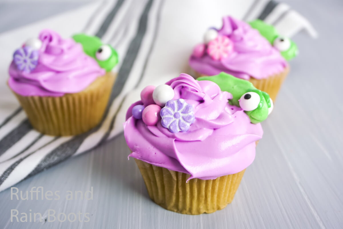 how to make pascal cupcakes for a tangled party
