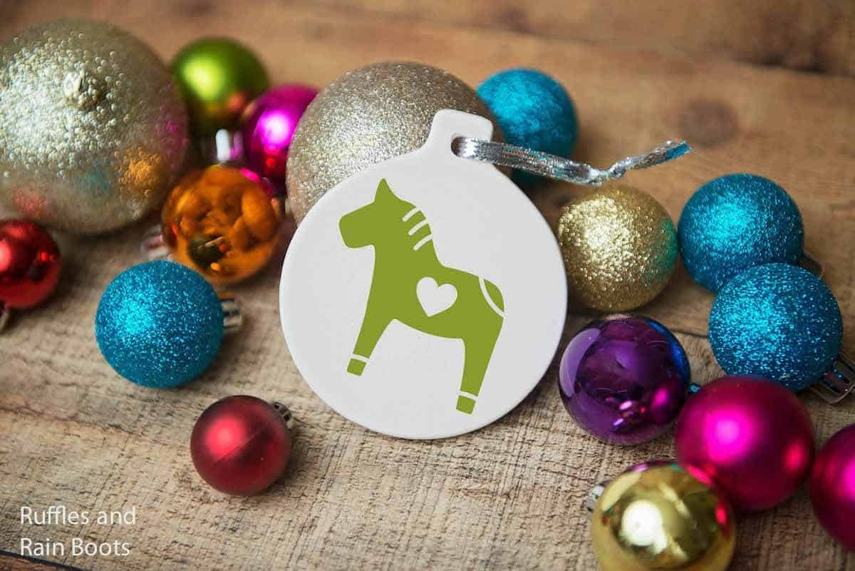 Dala horse free christmas cut file with heart on ornament