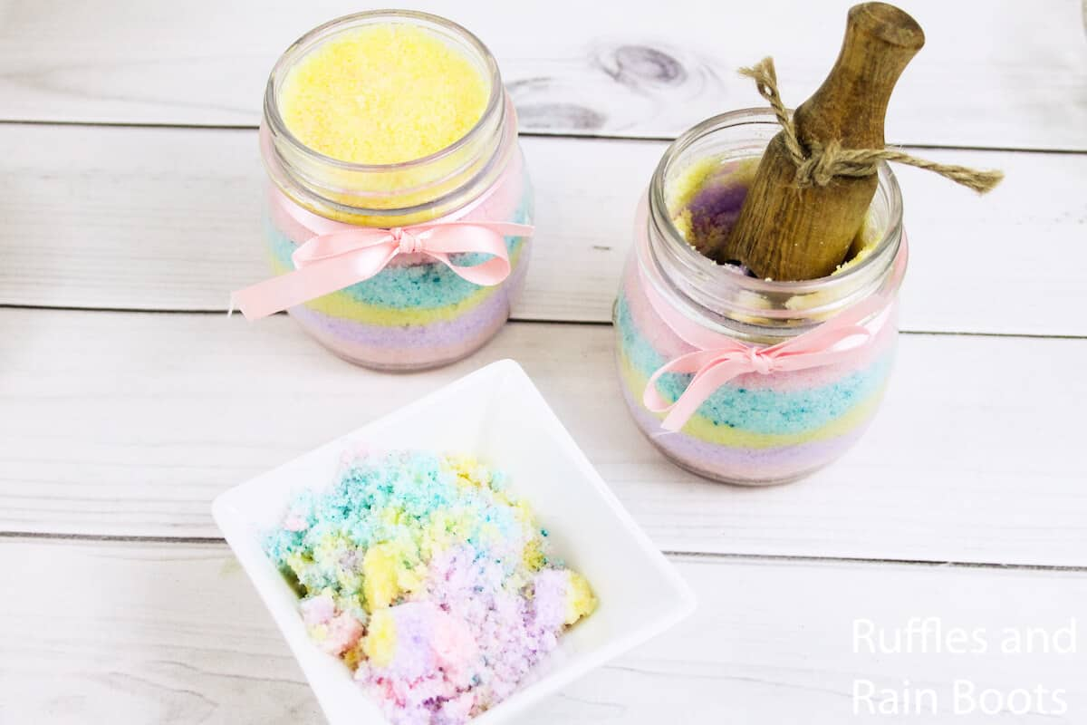 how to make unicorn body scrub on a white wood table