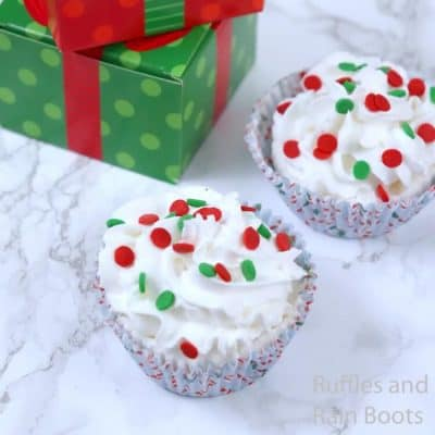 These Christmas Cupcake Bath Bombs Make a Perfect Gift!