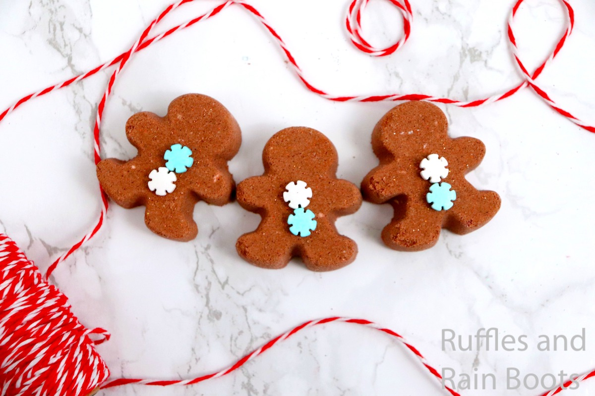 how to make gingerbread bath bombs for christmas gifts