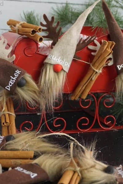 how to make a garland with reindeer