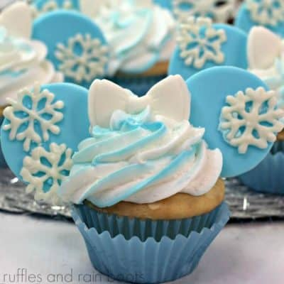Make These Elsa Mickey Ears Cupcakes for the Best Frozen Party!