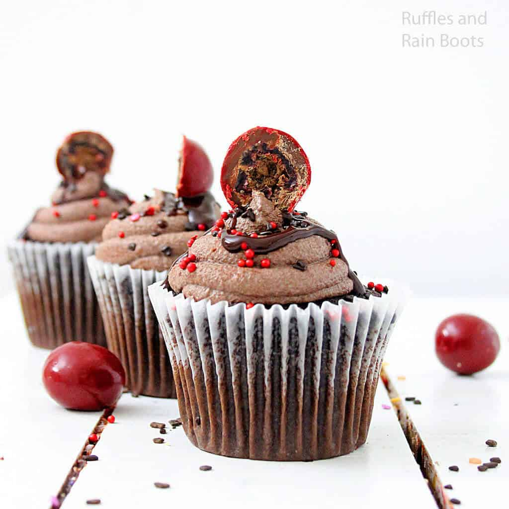 how to make chocolate cupcakes with cherries