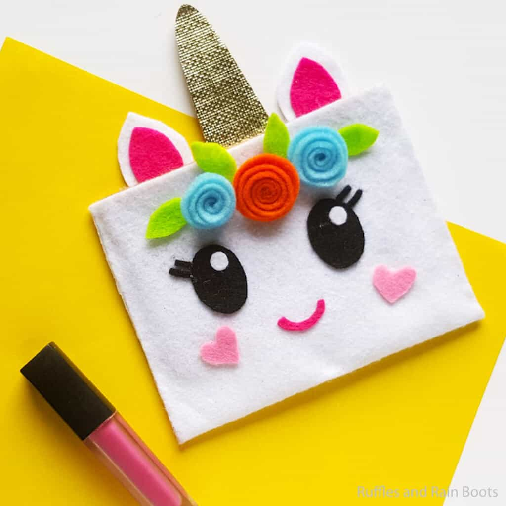 easy makeup pouch with unicorn face