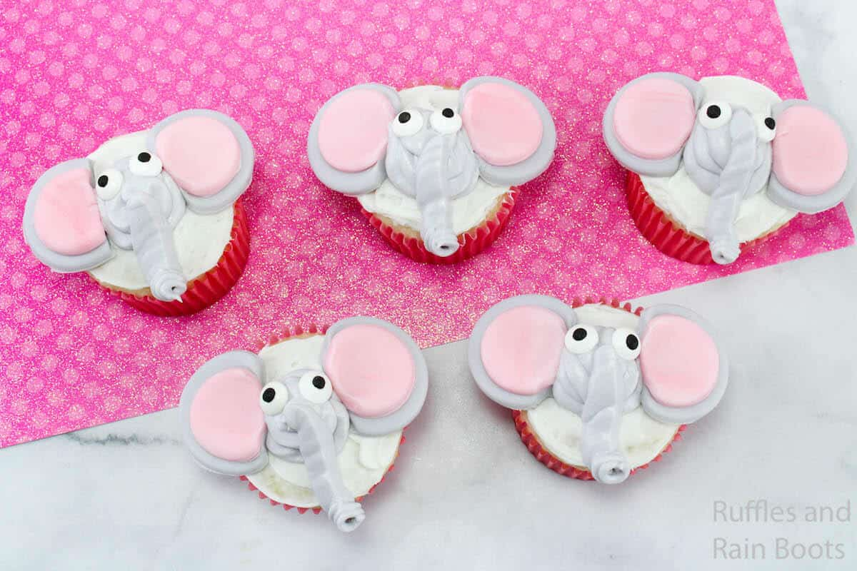 easy cupcake decorating idea for dumbo cupcakes