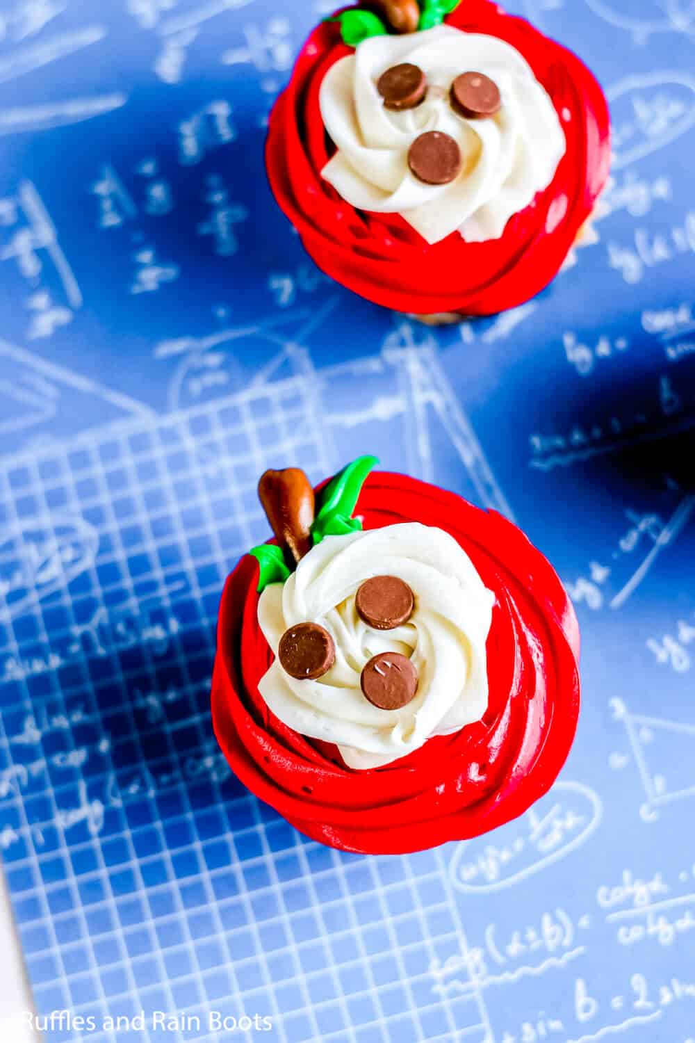 easy cupcake decorating idea for apple cupcakes