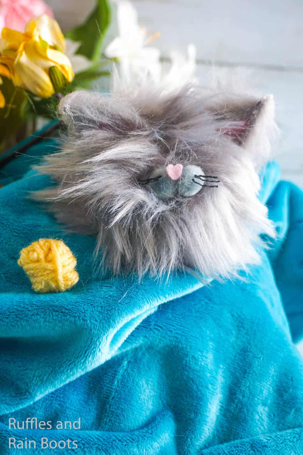 how to make a pom pom cat pet
