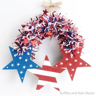This Easy July 4th Wreath is a Fun Independence Day Craft!