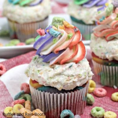 Fruit Loops Cupcakes Bring a Little Pop of Color to Your Cupcakes