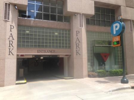 One Wells Fargo Center Garage Parking In Charlotte Parkme