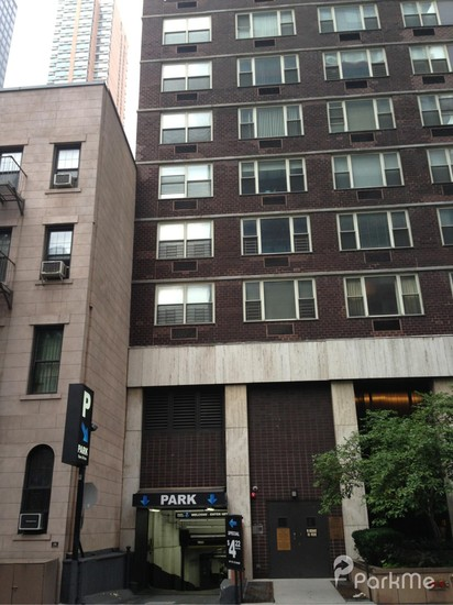 Select garages parking in new york city parkme for Parking garages new york city