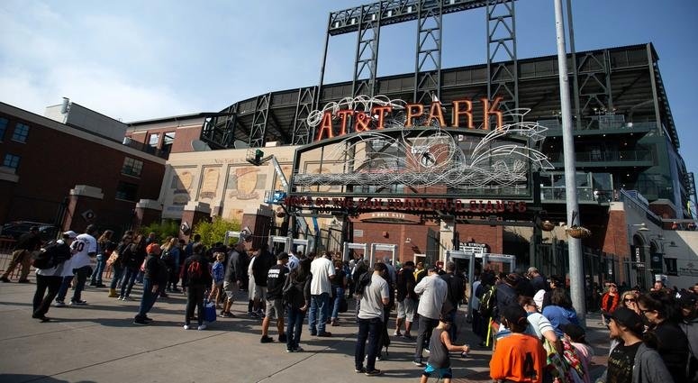 Raiders reportedly in talks to play games at AT&T Park in 2019