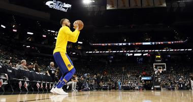 Report: Stephen Curry 'is still not close to playing'