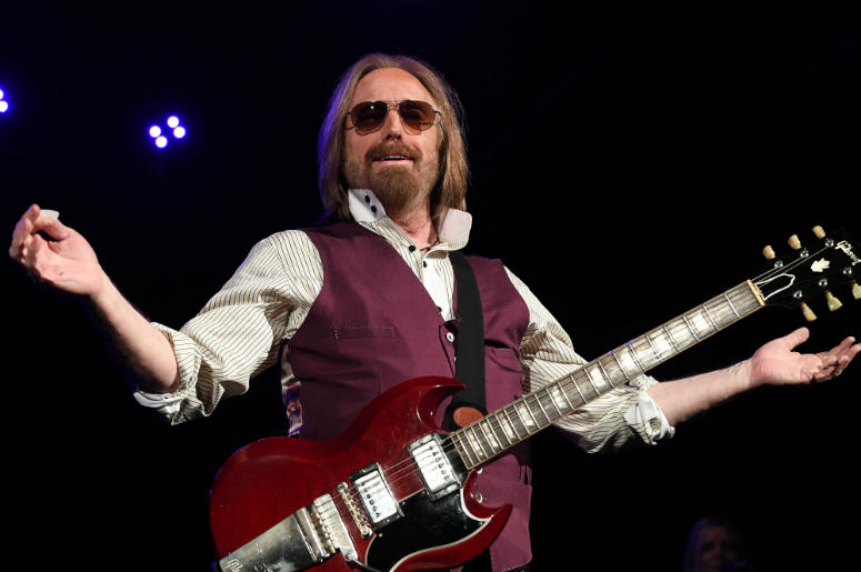 Tom Petty performs at Perfect Vodka Amphitheatre