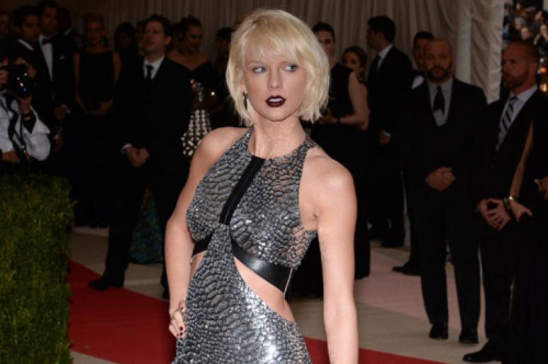 8a4faa02b1f793 WATCH  Taylor Swift s Transformation Into a Zombie...