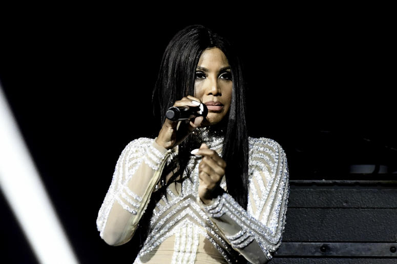 Toni Braxton performs at the Hard Rock Live.