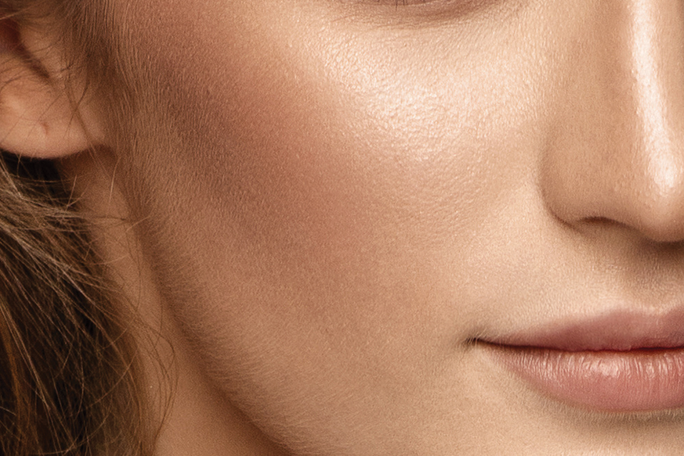 Sculpted cheek makeup look using Japonesque Velvet Touch Face Palette to contour and highlight the face. Kumadori lipstick is also featured in the form of a step by step makeup pictorial tutorial.