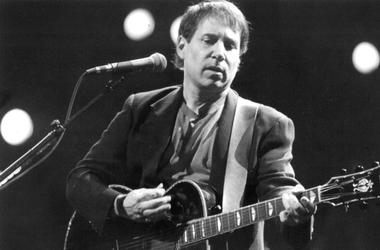 Apr 11, 1991; Rochester, NY, USA; Paul Simon performs at Rochester Community War Memorial.