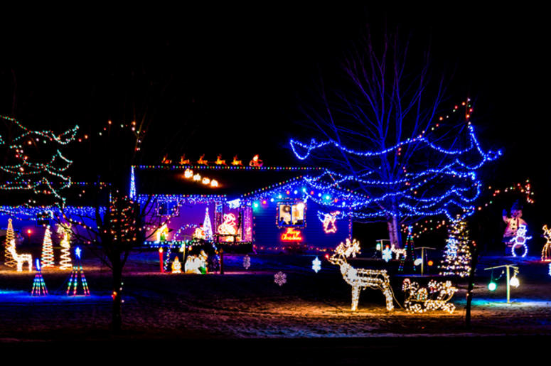 Holiday lights on a house - Best Neighborhood Holiday Christmas Lights In The Seattle Area