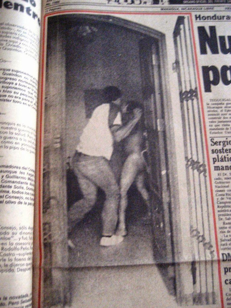 Los periódicos sandinistas, como END, publicaron fotos del padre Bismarck Carballo desnudo en la portada. La feligresía se molestó por esta acción. LA PRENSA/ CORTESÍA