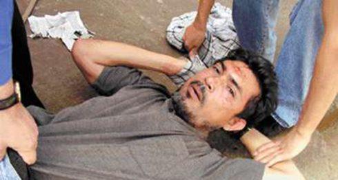 El autor de los disparos contra Carlos Guadamuz, William Augusto Hurtado García, tras ser capturado en la misma escena del crimen. LA PRENSA/Cortesía/G. Vargas/Bolsa de Noticias