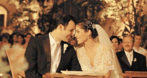 """""""Ahora ya somos esposos. Dimos fe de nuestro amor enfrente de Dios y todas las personas que nos quieren"""", dijo Xiomara al concluir la boda. LA PRENSA/M. LORIO"""