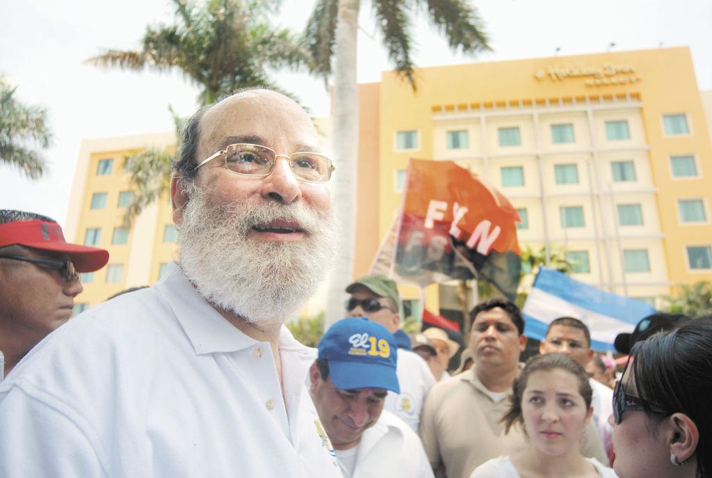 Rafael Solís se estrenó como dirigente de turbas, causando destrozos en el hotel Holiday Inn. LA PRENSA/ MANUEL ESQUIVEL
