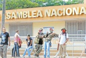 Las turbas de delincuentes del FSLN se concentraron en el sector de la Asamblea Nacional. LA PRENSA/ ARCHIVO