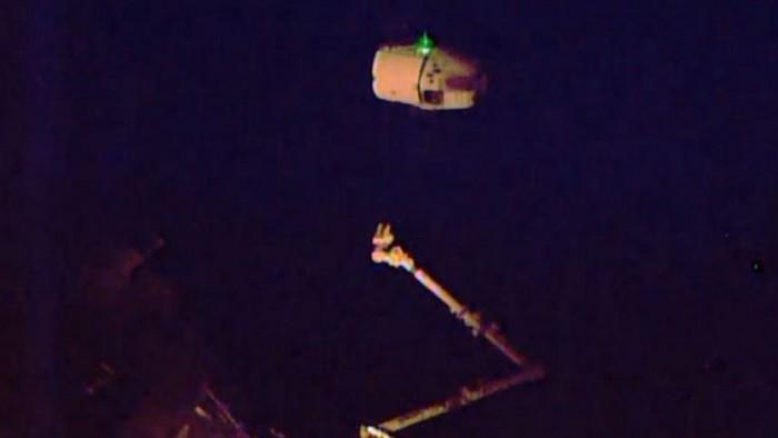 Imagen de la NASA TV de la cápsula Dragón de SpaceX iniciando su regreso a la Tierra luego de estar anclada en la Estación Espacial Internacional. LA PRENSA/AFP/NASA