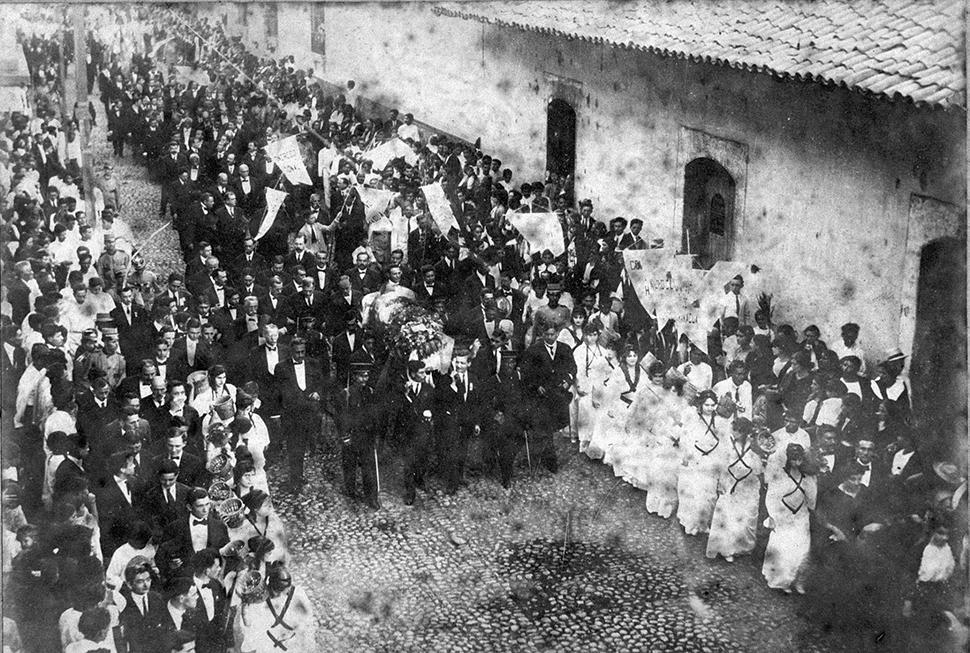 Los apoteósicos funerales de Rubén Darío recorrió las calles de León. Miles se unieron. LA PRENSA/ CORTESÍA/ ARCHIVO