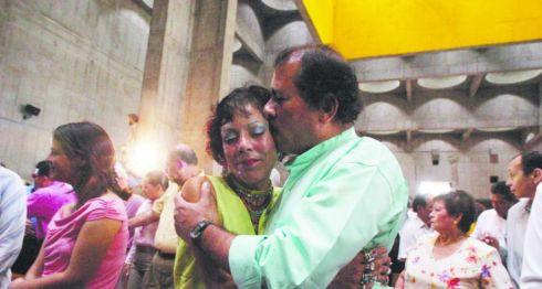 Daniel Ortega Saavedra y Rosario Murillo durante la misa y celebración del 25 Aniversario de la Revolución popular sandinista, en Managua, Nicaragua, el 19 de julio de 2004. LA PRENSA/ Oscar Navarrete
