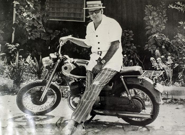 A Pedro Joaquín le encantaba recorrer los barrios de Managua en motocicleta. LA PRENSA / Cortesía familia Chamorro