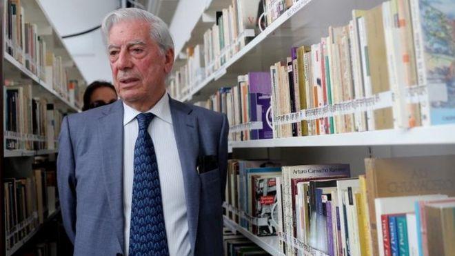 La Biblioteca Regional Mario Vargas Llosa de Arequipa, Perú, tiene 7.900 libros y muchos tesoros donados por el premio Nobel. EPA
