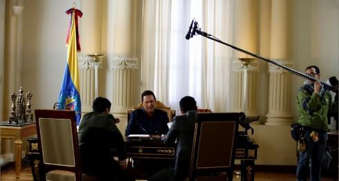 """El actor colombiano Andrés Parra dará vida a Hugo Chávez durante la filmación de """"El Comandante"""" en Bogotá, Colombia. AP"""