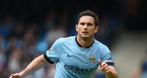 Frank Lampard se retira después de haber sido internacional en 106 ocasiones con la selección inglesa absoluta y tras marcar más de 300 goles en su carrera, 211 de ellos durante un periplo de 13 años en el Chelsea. LAPRENSA/AP