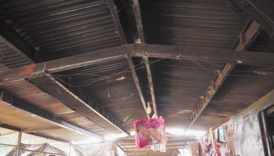 Los comerciantes de La Terminal de Buses piden a las autoridades mejorar las condiciones de infraestructura. LA PRENSA/E. LOPEZ