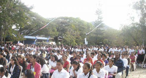 En Madriz las autoridades de Educación esperan que en los próximos días se integren unos cinco mil estudiantes que en este momento ayudan a sus familias en los cortes de café. LA PRENSA/W.ARAGÓN
