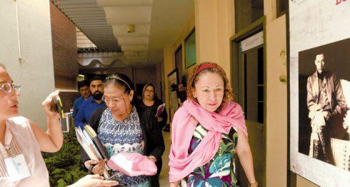 La ministra de Salud, Sonia Castro (derecha), no respondió las preguntas sobre la crisis que atraviesa la planta de vacunas Mechnikov. LA PRENSA/U. MOLINA