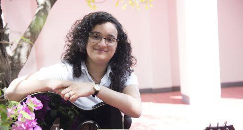 """""""Lo que escribo son pensamientos que tengo acerca del amor, de la ecología, igualdad de género y otros temas"""", expresó Ximena Gonzalez. LA PRENSA/Uriel Molina"""