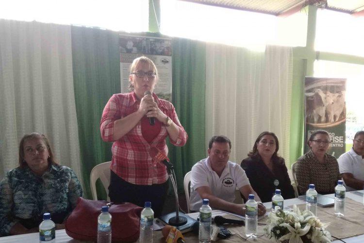 Teresa Rodríguez, actual alcaldesa de Camoapa, se desempeñó como vicealcaldesa de Edmundo Robleto, quien renunció tras una denuncia pública de maltrato interpuesta por su esposa Luz Marina Mora.