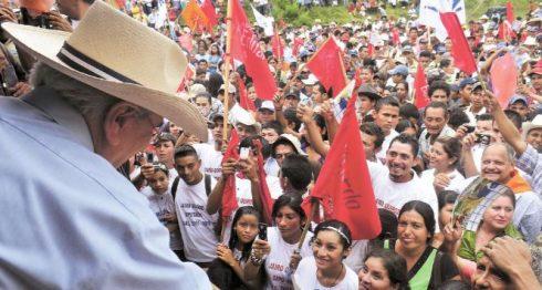 El empresario radial Fabio Gadea, durante la campaña electoral de 2011. Este lunes le envió una carta al secretario general de la OEA, Luis Almagro.