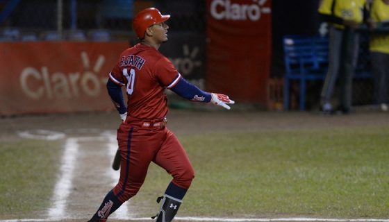 Ronald Garth decidió el triunfo en el Juego de Estrellas del Campeonato Nacional de Beisbol. LA PRENSA/CARLOS VALLE