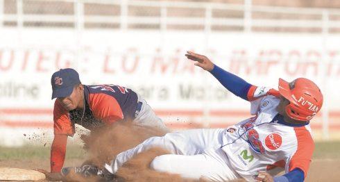 Los Gigantes de Zelaya Central reaccionaron tras la paliza del viernes y ayer derrotaron al Bóer, para nivelar la serie que hoy continúa siempre en el estadio Carlos Pizarro de El Rama. LA PRENSA/ARCHIVO