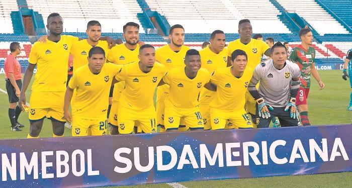 Luis Fernando Copete jugó la Copa Sudamericana. LAPRENSA/ AFP