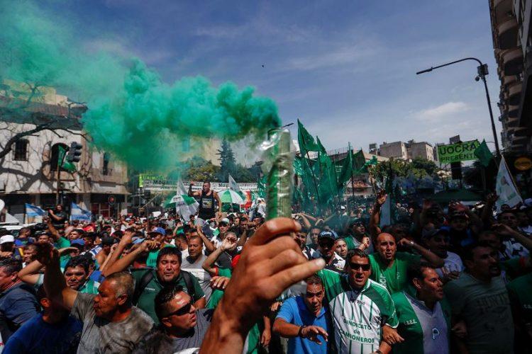 La marcha fue convocada por la Confederación General de Trabajadores, la mayor central sindical de Argentina. LA PRENSA/EFE